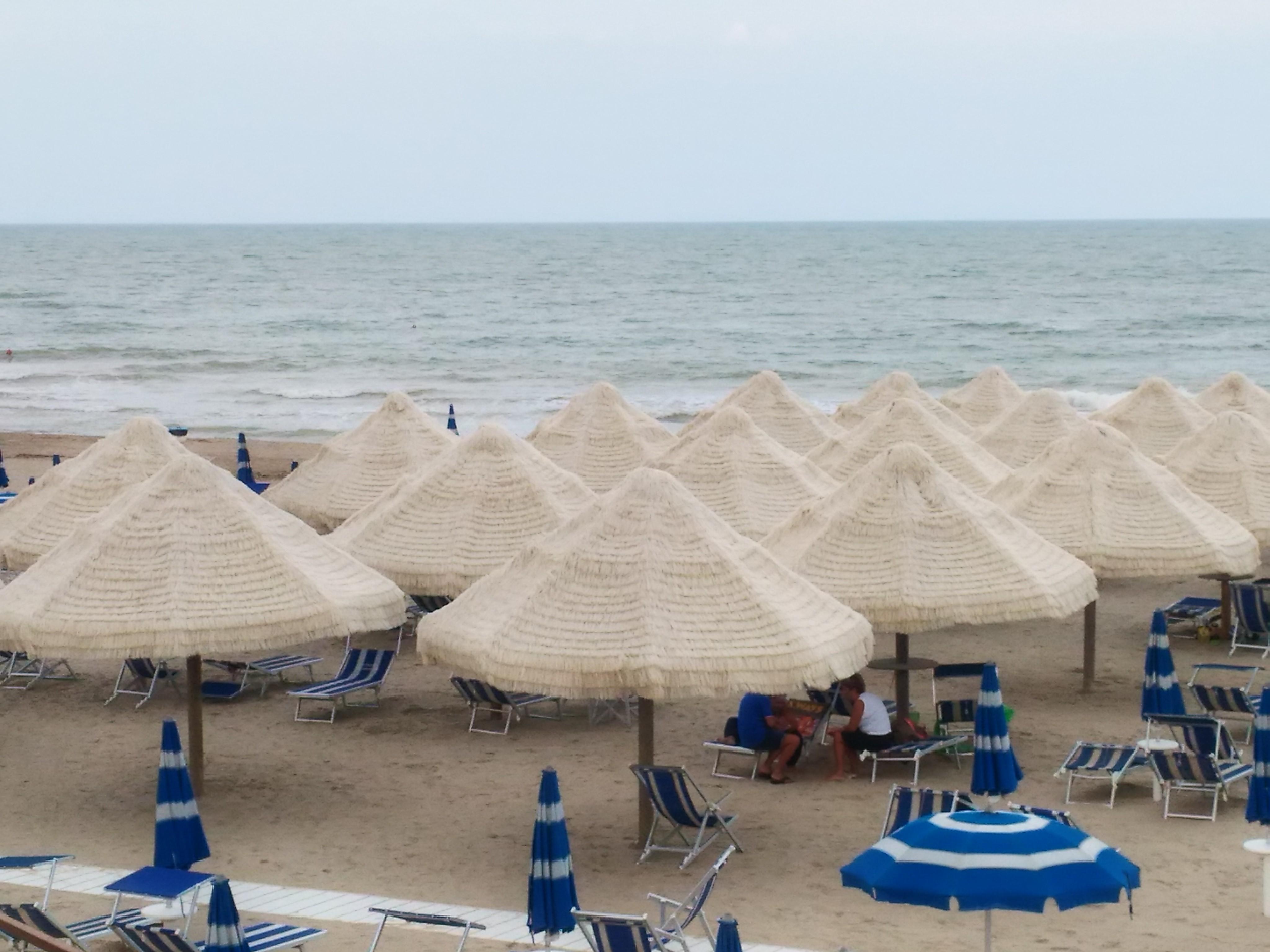 Ombrelloni Da Spiaggia Napoli.Ombrellificio Adriamare Produzione Ombrelloni E Lettini Da Mare